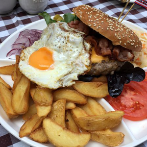 Papa Joe's Saloon and Steakhouse, Sopron