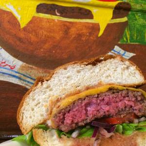 A Retro Büfé szintet lépett: prémium Angus burgert mérnek!