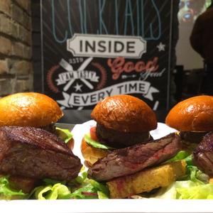 Őrületes párbaj közelít: Steak vs. Burger