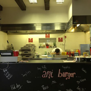 Ami Burger, Monor