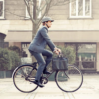 Biciklin is lehet stílusosan!