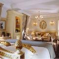 Salvador Dalí kedvenc szállodájában ma Carla Bruni fürdőzik