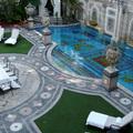 Óriás-Prada és félárú Versace-kastély - Burzsuj á la carte