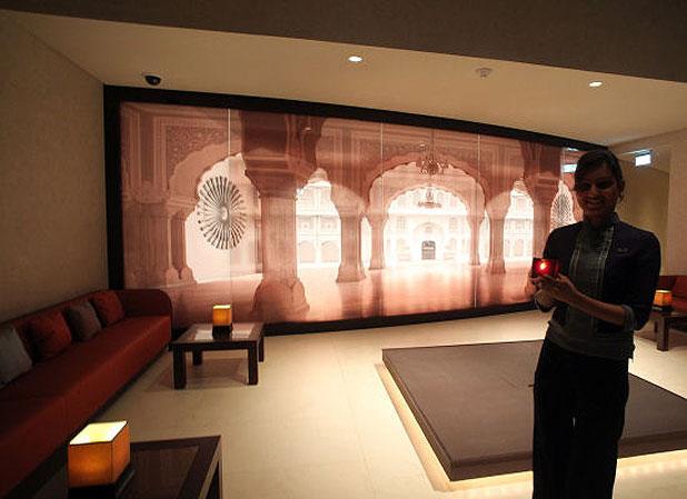 Meg ri a p nz t az armani hotel burzsuj for Burj al khalifa hotel rooms