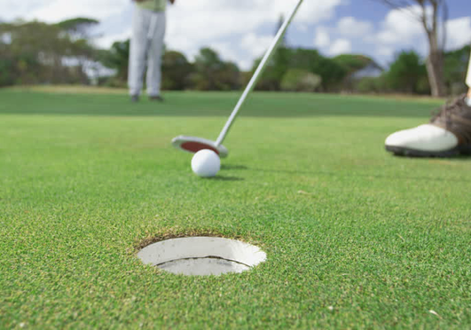 Hogyan fejleszt az üzletben a golf?