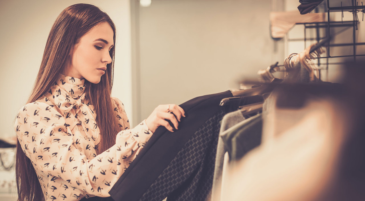 woman_searching_for_clothes-1920x1057.jpg