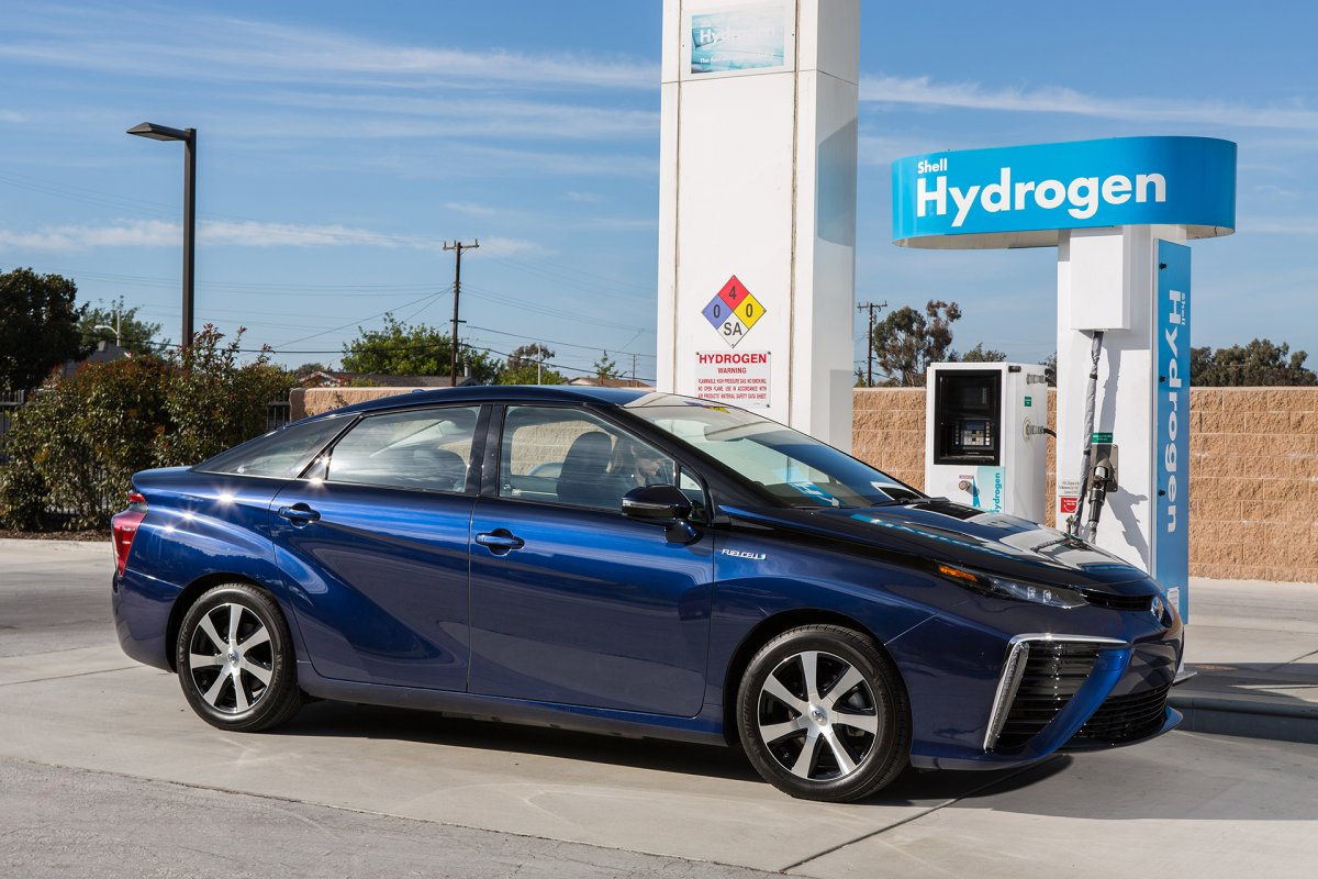 the-toyota-mirai-can-drive-for-312-miles-before-needing-a-refuel-and-reaches-a-top-speed-of-111-miles-per-hour.jpg