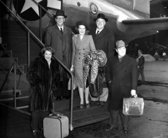04the_arrival_at_la_guardia_air_posrt_in_new_york_october_1945_from_left_maria_melchior_herman_eriksson_anna-lisa_lauritz_melchior_and_jussi.jpg