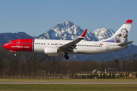 10norwegian_air_shuttle_in_salzburg_with_kirsten_flagstad_on_tail.jpg