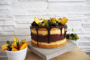 Segítsüti 2017- Étcsokoládés- őszibarackos pezsgőkrém torta