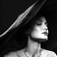 Angelina Jolie először szólóban a Vanity Fair képein