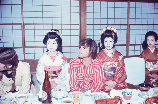 rock-stars-as-tourists-in-japan-1970s-80s-10.jpeg