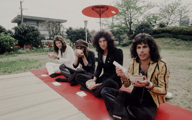 rock-stars-as-tourists-in-japan-1970s-80s-14.jpg