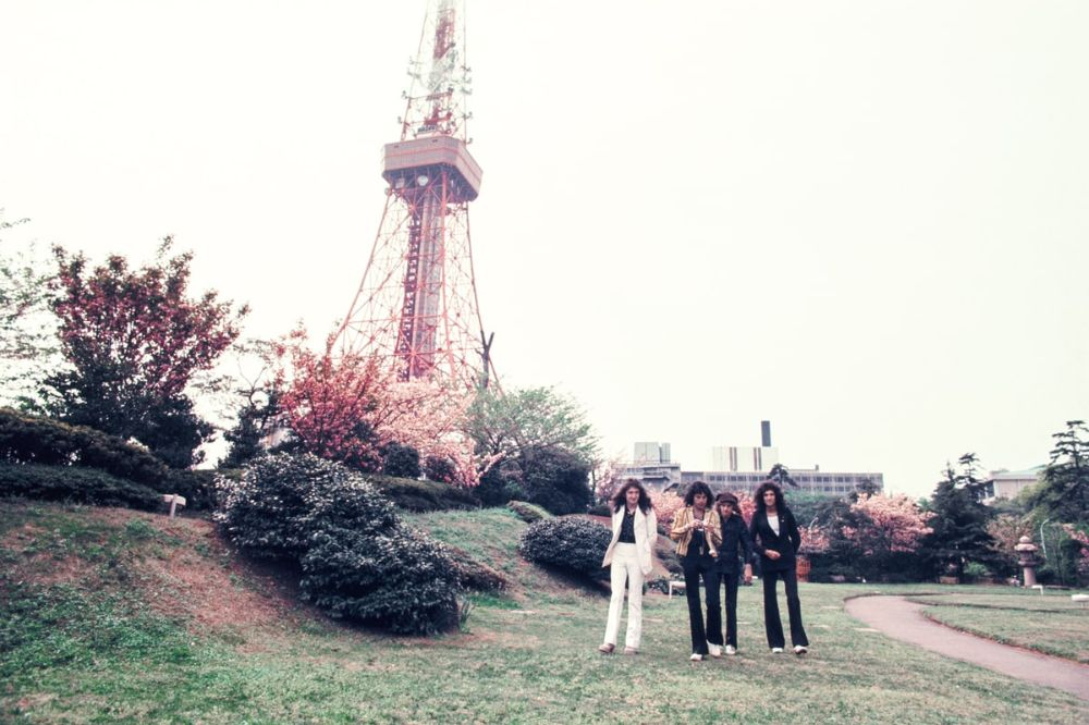 rock-stars-as-tourists-in-japan-1970s-80s-19.jpg