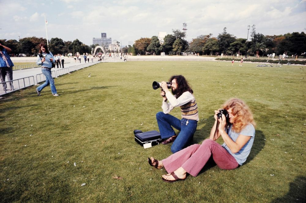 rock-stars-as-tourists-in-japan-1970s-80s-23.jpg