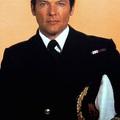 Bond parancsnok, a szolgálat véget ért. Pihenj!