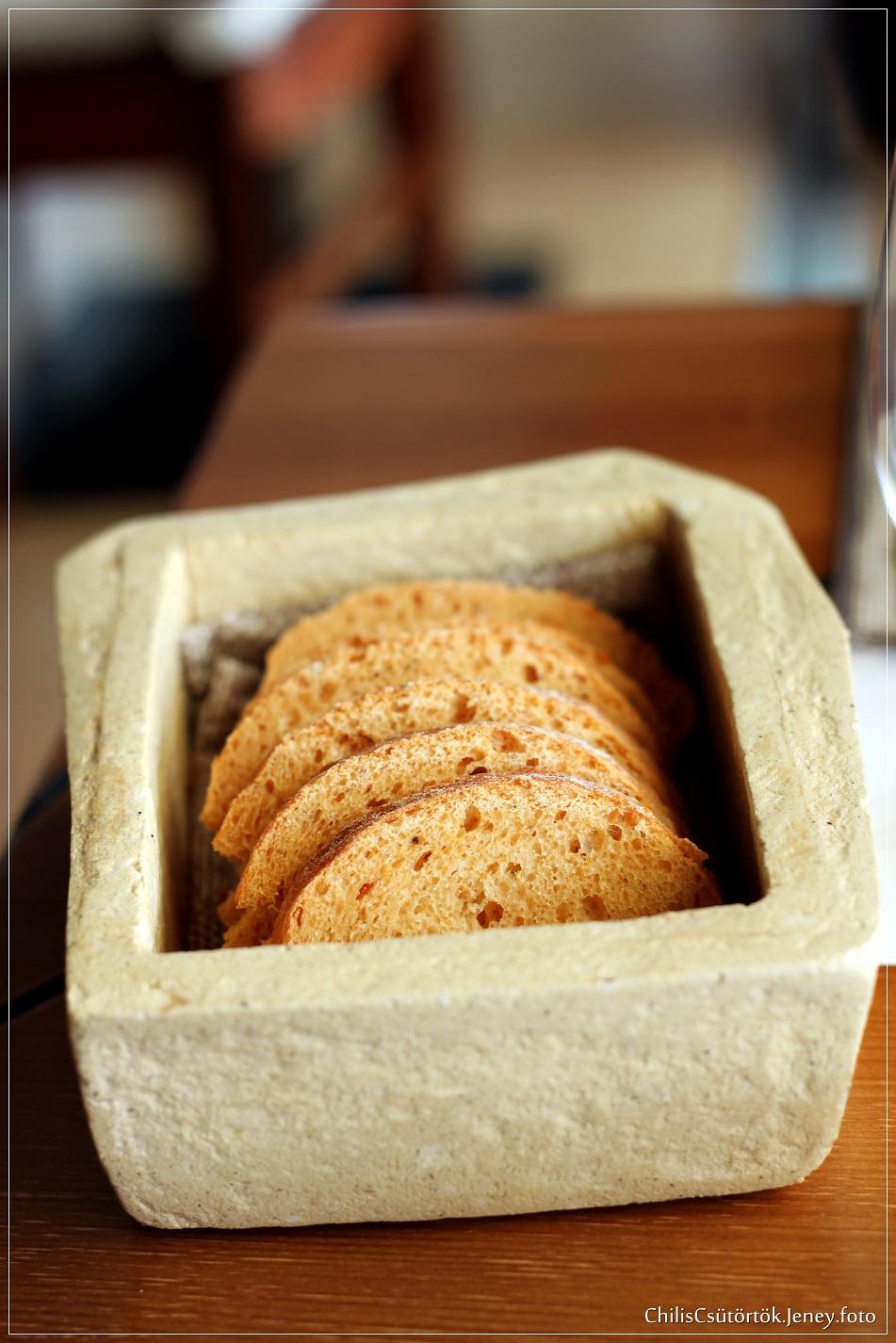 Házi(?) kenyér
