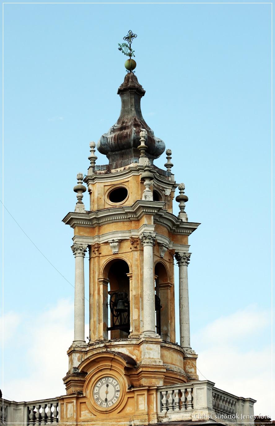 A bal oldali torony