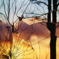 7 év balszerencse, avagy Bing Wright művészete összetört tükrökkel