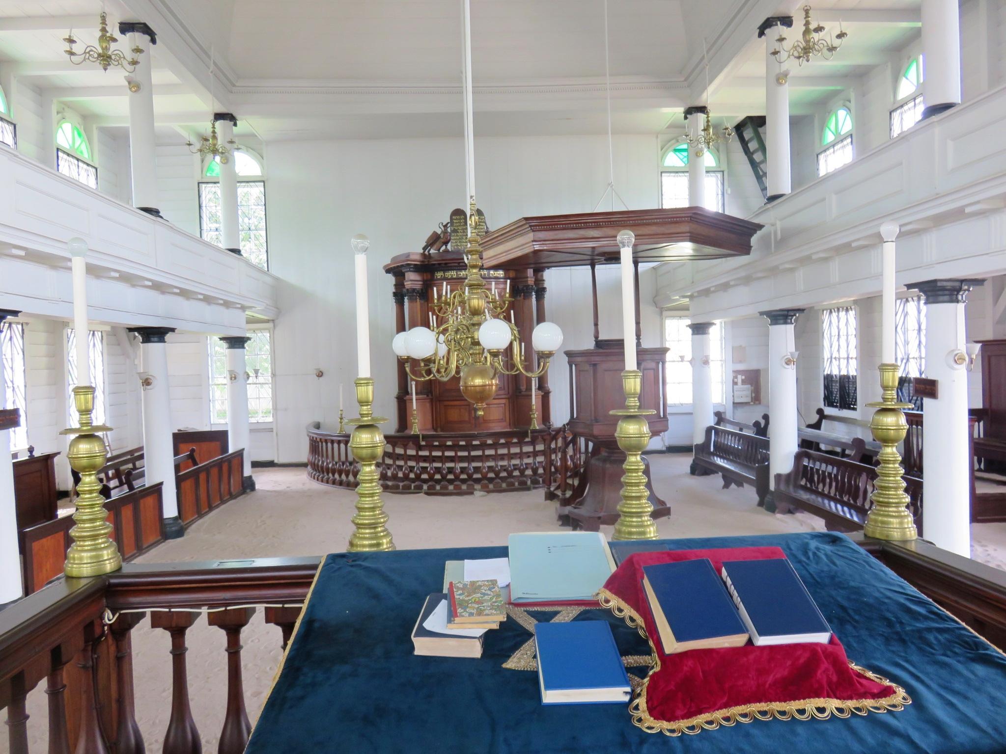 Zsinagóga és mecset, békében egymás mellett