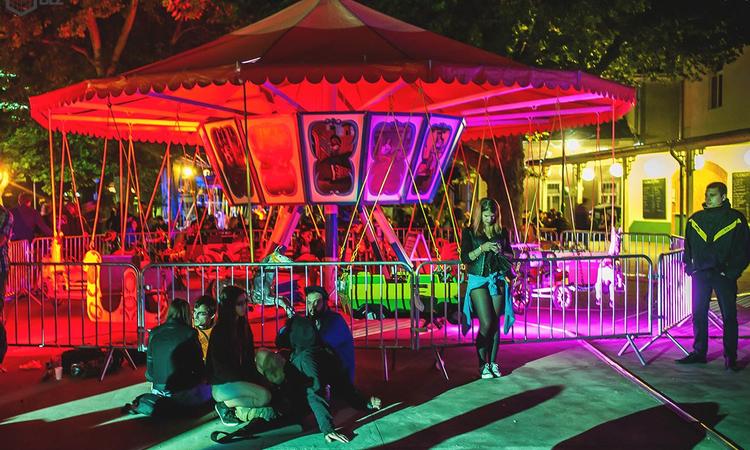 Aggresszív hip hop és törtütemek a Vidámparkban
