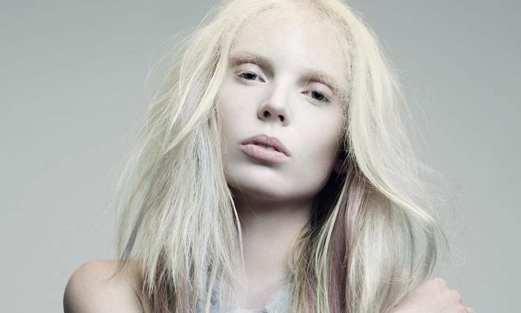 A szőke nő tesztel - Kevin Murphy-termékek
