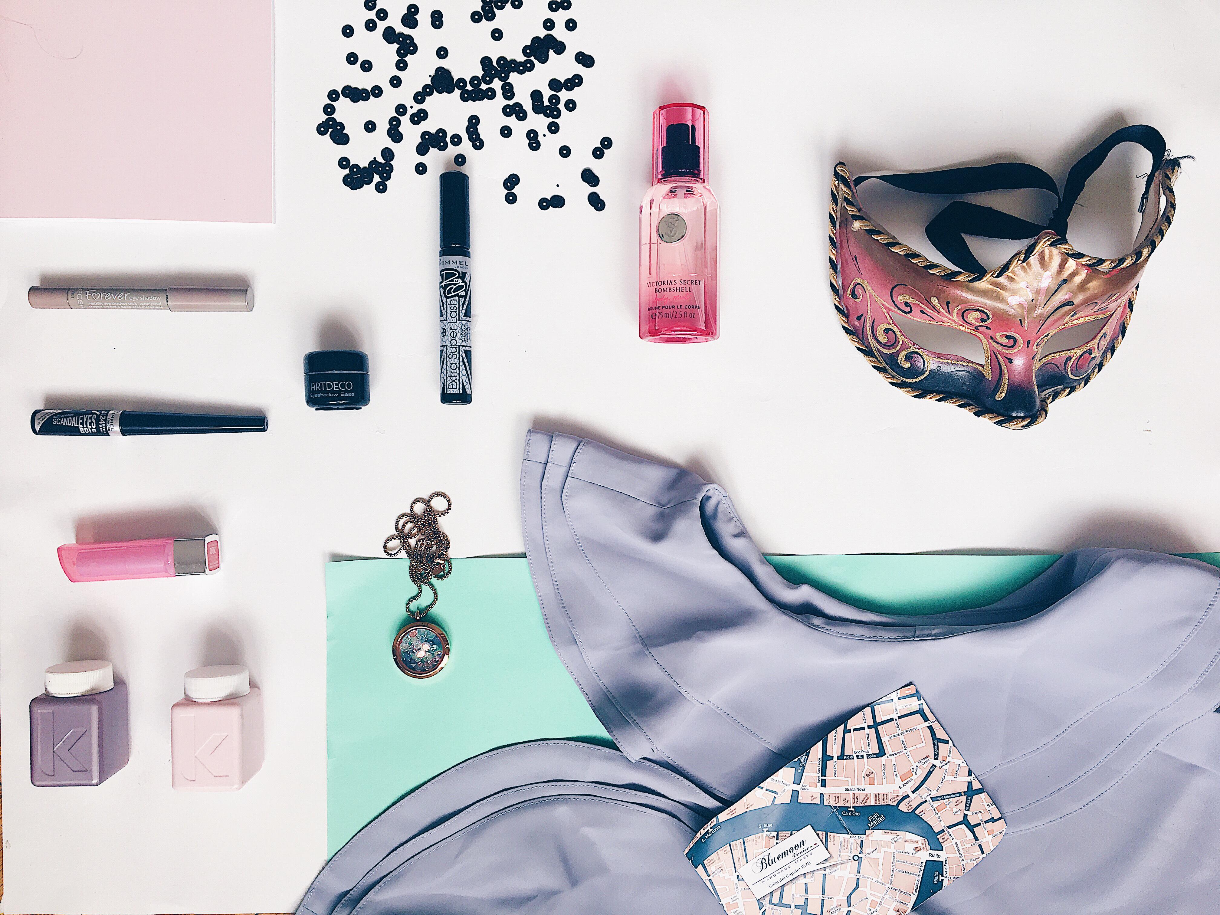 Fodros ruha: Berbloom<br />Nyaklánc: Joy Jewel<br />Pafüm: Victoria'Secret<br />Szemhély tus, szempillaspirál, rúzs: Rimmel<br />Primer: Art Deco<br />Vízálló szemceruza: GOSH Coppenhagen <br />Sampon és balzsam: Kevin Murphy <br />