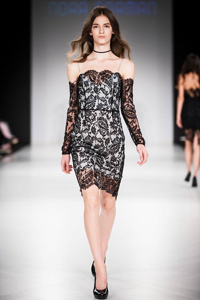 Fekete csipkés ruha : Nora Sarman