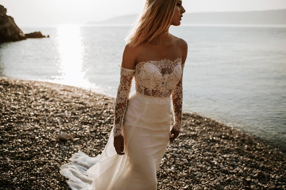 Fehér csipkés ruha: Nora Sarman