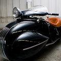 Motorozás Art Deco stílusban