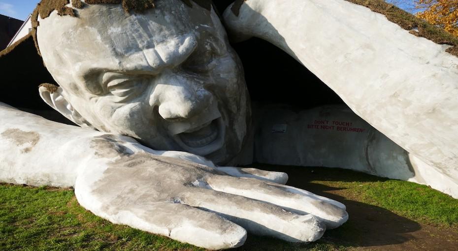 ervin_ahmad_l_r_nth_sculpture_giant_stone_figure_drilled_down_symbol_freedom-773509.jpg