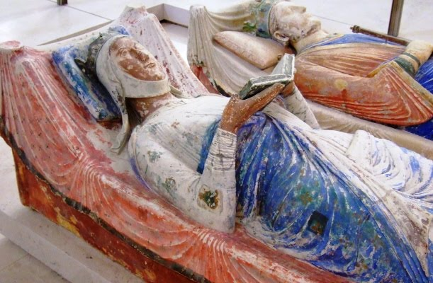 eleanors-tomb-with-book.jpg