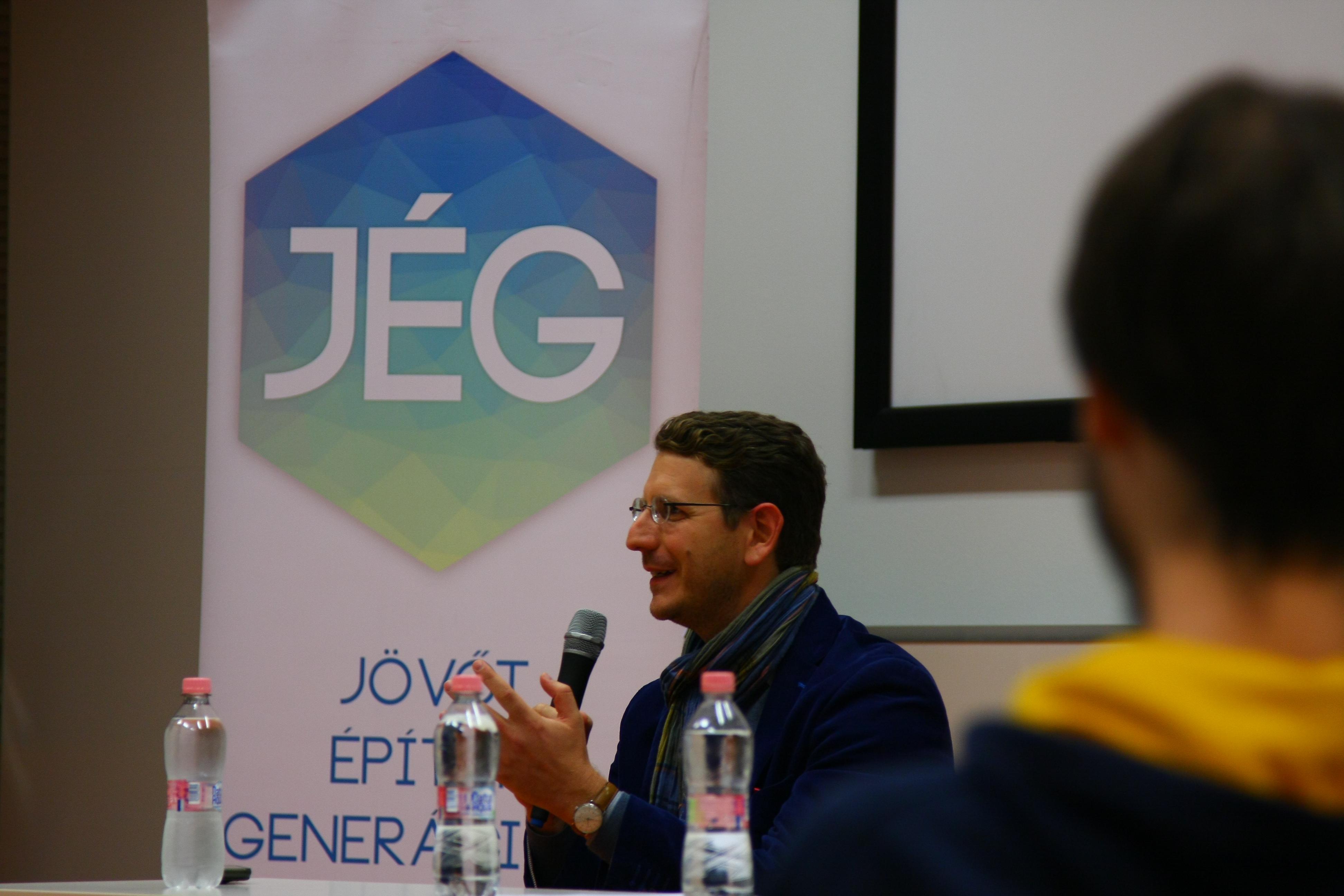 """""""Nem születtem vezetőnek"""" - kerekasztal-beszélgetés Galambos Mártonnal"""