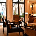 A világ egyik legjobb luxusszállodájától a földön alvásig, ez volt Párizs első 3 napja