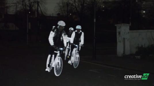 Minden biciklist láthatóvá tesz a Volvo új találmánya