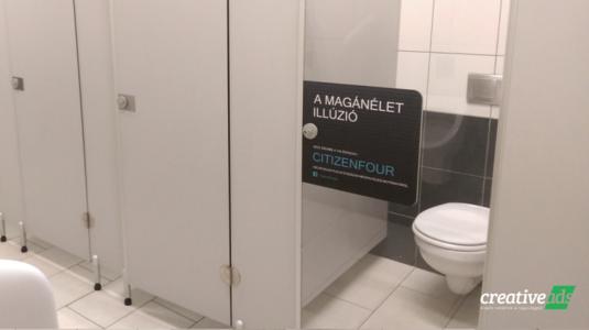Még a mosdóban sem tudsz elbújni a világ elől