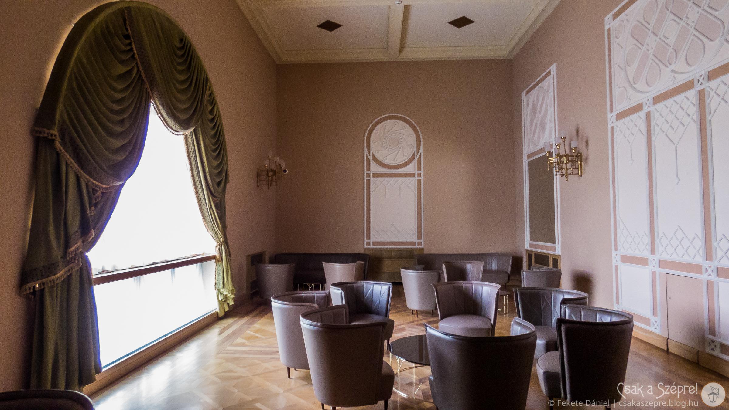 Közösségi szoba, kényelmes, süppedős fotelekkel