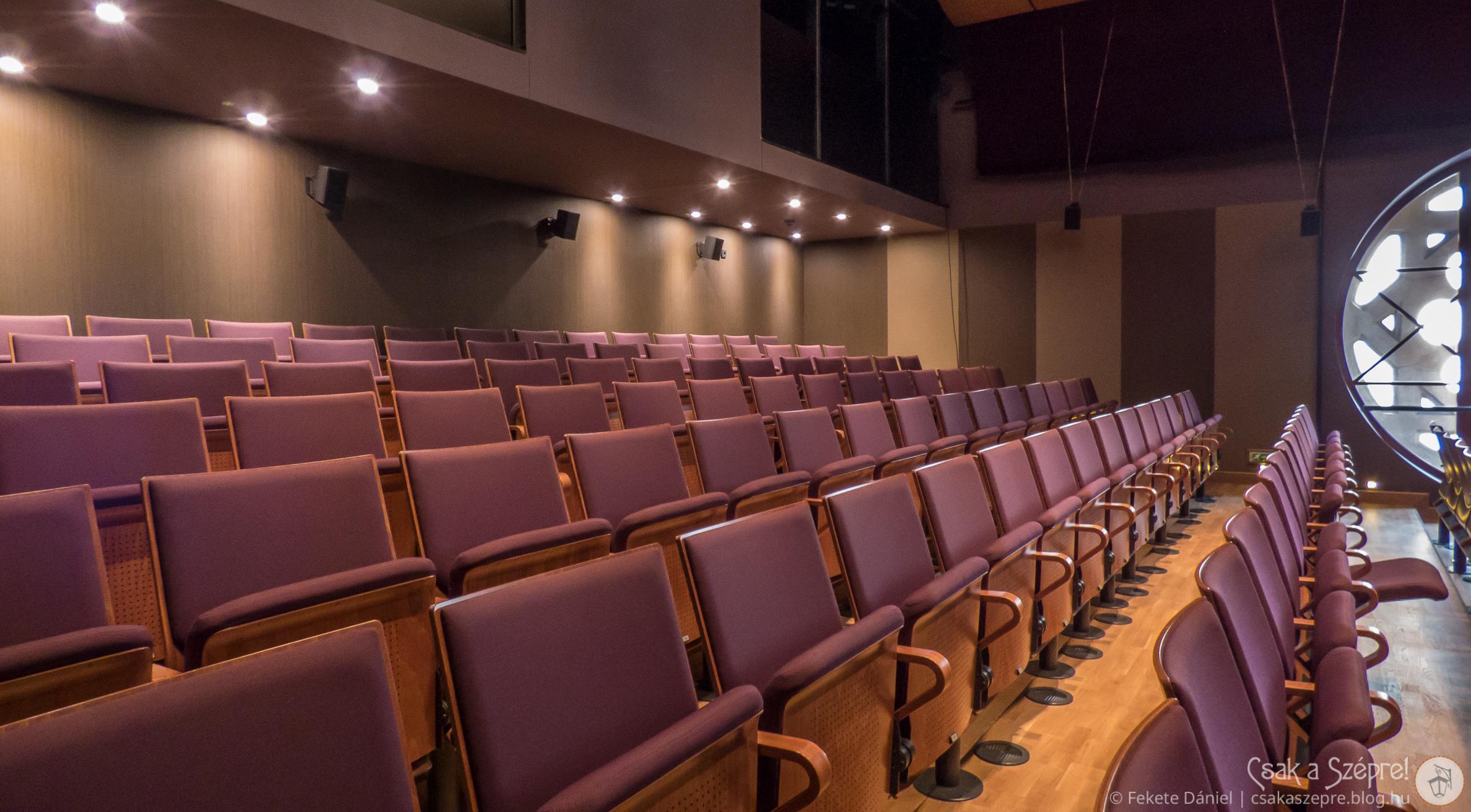 Ízléses színházterem is helyett kapott a felújítás során