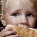 Mit érez az az édesanya, aki nem tud gyermekének ételt adni, ruhát venni?