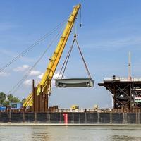 Csepelen állítják össze az új komáromi Duna-híd acélelemeit
