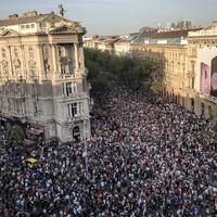 Tömeg, vonzás, ellenzék