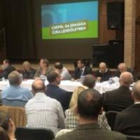 A kamusztorikat tolta a csepeli közmeghallgatáson Borbély Lénárd polgármester, a köz meg hallgatott