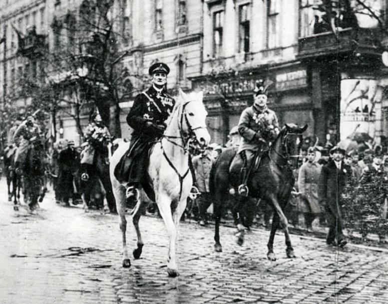 horthy_bevonulasa_1919-11-16-jo_minosegu_mti.jpg