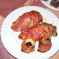 Sajttal töltött , bacon-be göngyölt csirkemell