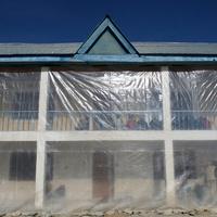 Paradicsom helyett gyerekek a tibeti üvegházban
