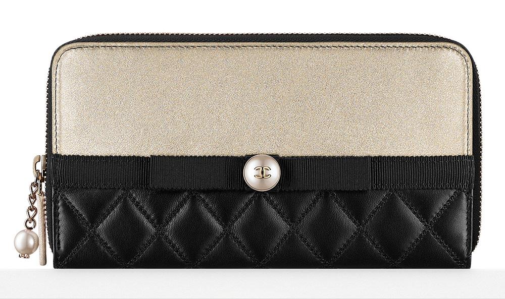Chanel Zipped Wallet - $1,000