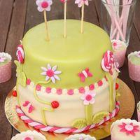 Virágos-lepkés desszertasztal
