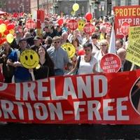 Népszavazás lehet Írországban az abortuszról