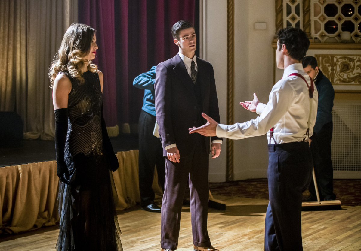 The Flash -- 'Duet' -- FLA317b_0912b.jpg -- Pictured (L-R): Melissa Benoist as Kara, Grant Gustin as Barry Allen and Darren Criss as Music Meister -- Photo: Jack Rowand/The CW -- © 2017 The CW Network, LLC. All rights reserved