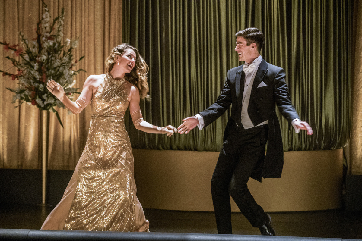 The Flash -- 'Duet' -- FLA317b_1053b.jpg -- Pictured (L-R): Melissa Benoist as Kara and Grant Gustin as Barry Allen -- Photo: Jack Rowand/The CW -- © 2017 The CW Network, LLC. All rights reserved.